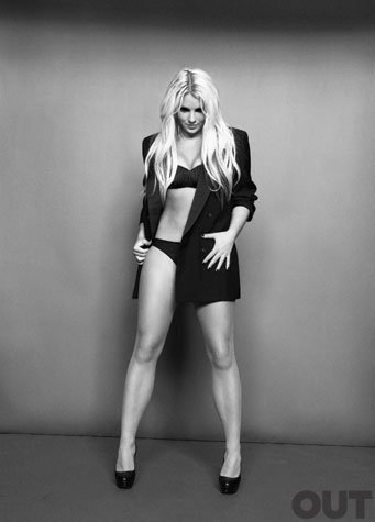 Photo en haute qualité du photoshoot de Britney pour le magazine OUT.