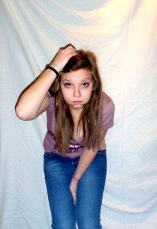 Noémie Bodart ; 17 ans - Alone ܤ