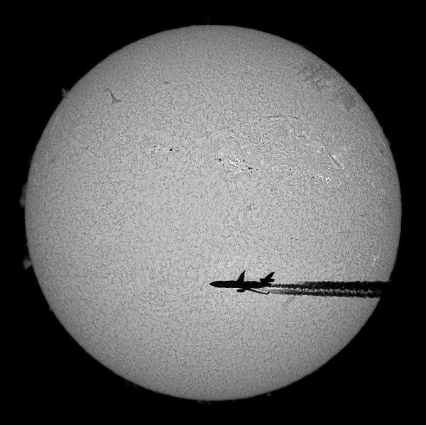 L'avion et soleil... mais pas le Solar Impulse cette fois ! ^^