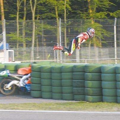 Voler sans ailes, ça ressemble à ca en moto XD !!!