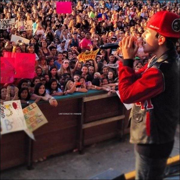 10 août 2012 - Austin était au Summer Splash à San Francisco, où il y a rencontré Cher Lloyd il a performé 11:11, puis est ensuite allé au Meet and Greet derrière la scène. (Les photos sont pour la plus part de qualité médiocre, merci twitter, facebook et tumblr.)