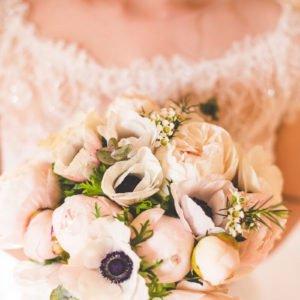Des renoncules pour un bouquet de mariée.