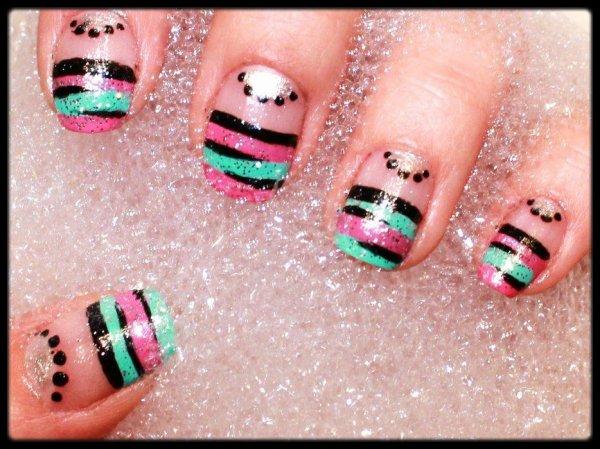 Nail art rose et turquoise