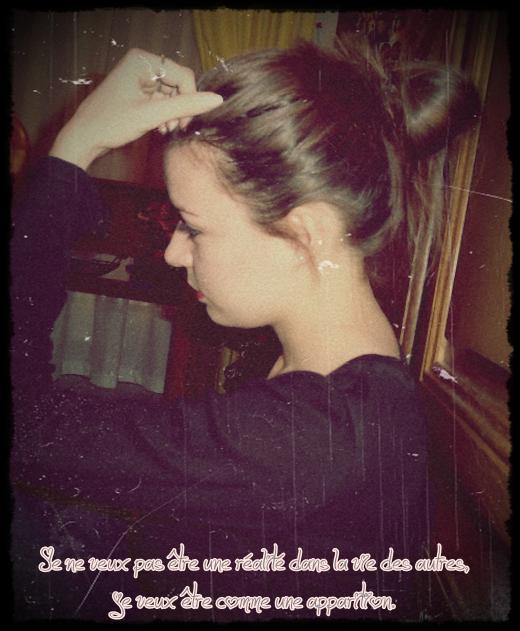 On sourit pour cacher le mal qu'on a au fond de nous