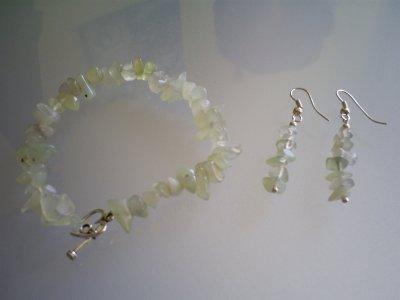 ensemble bracelet avec fermoir coeur toogle et boucle d'oreilles Perles en Jade