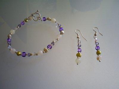 ensemble bracelet avec fermoir coeur toogle et boucle d'oreilles Perles en Jade, Nacre vert, Cristal de Bohème & perles en verre