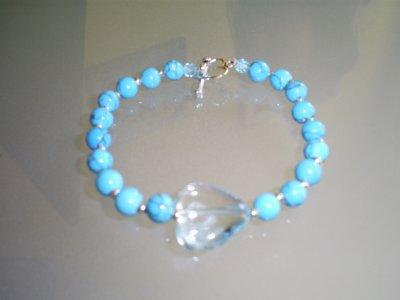 bracelet avec fermoir coeur toogle Perles en Turquoise & un coeur en verre <3