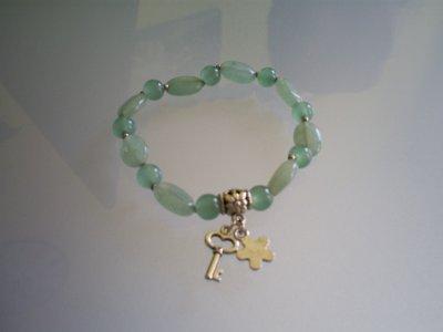 bracelet (elastique)Perle en jade verte & breloque en métal