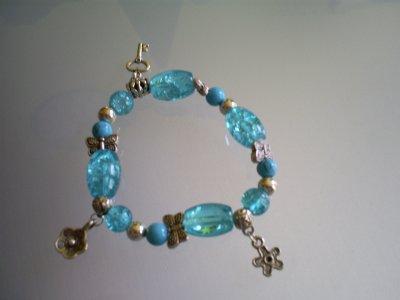 Perles en verre craquelées & perles en turquoise & perles en métal & breloques en métal !
