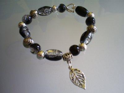 Perles en verre craquelées noir & argenté & breloque en métal !