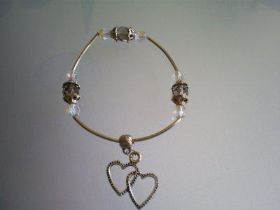 bracelet(élastique)tube en métal perles en cristal de bohème transparentes et gris fumé avec calottes en métal autour