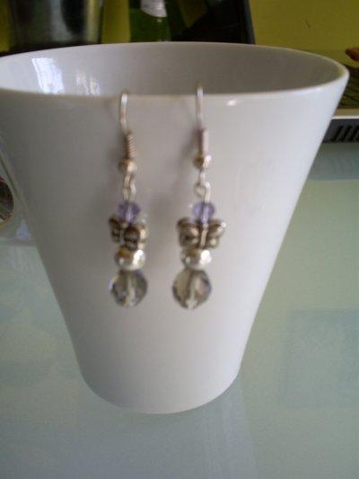 boucles d'oreilles perles violette en cristal de boheme papillon en argent du tibet perle ronde en métal et perles en cristal à facette gris fumé
