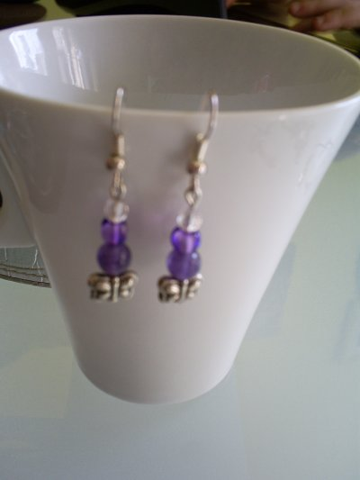 boucles d'oreilles en améthyste  perles en verre et pappillon en argent du tibet