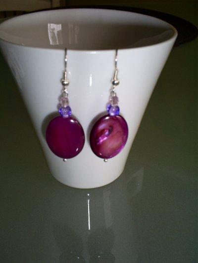 boucles d'oreilles perle ovale en nacre rose foncé  perles en cristal
