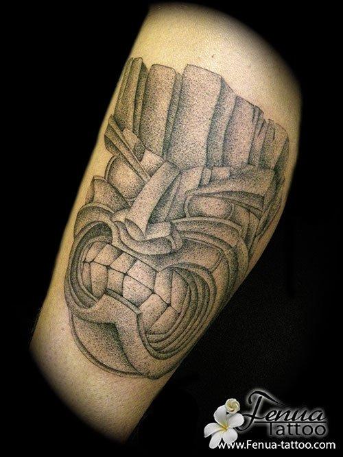 tatouage polynésien en dotwork tattoo