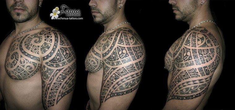 tatouage polynesien avant bras epaule homme