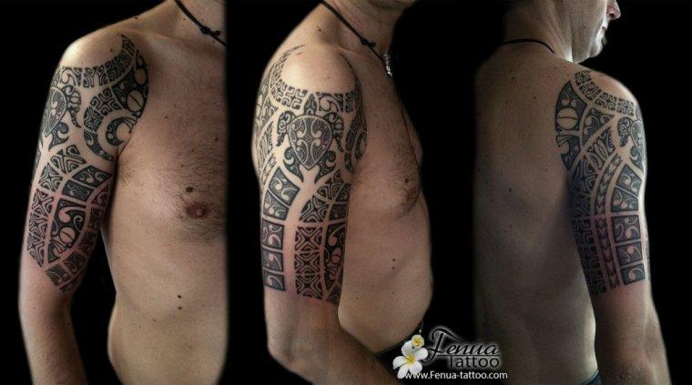 tattoo polynésien avant bras épaule homme