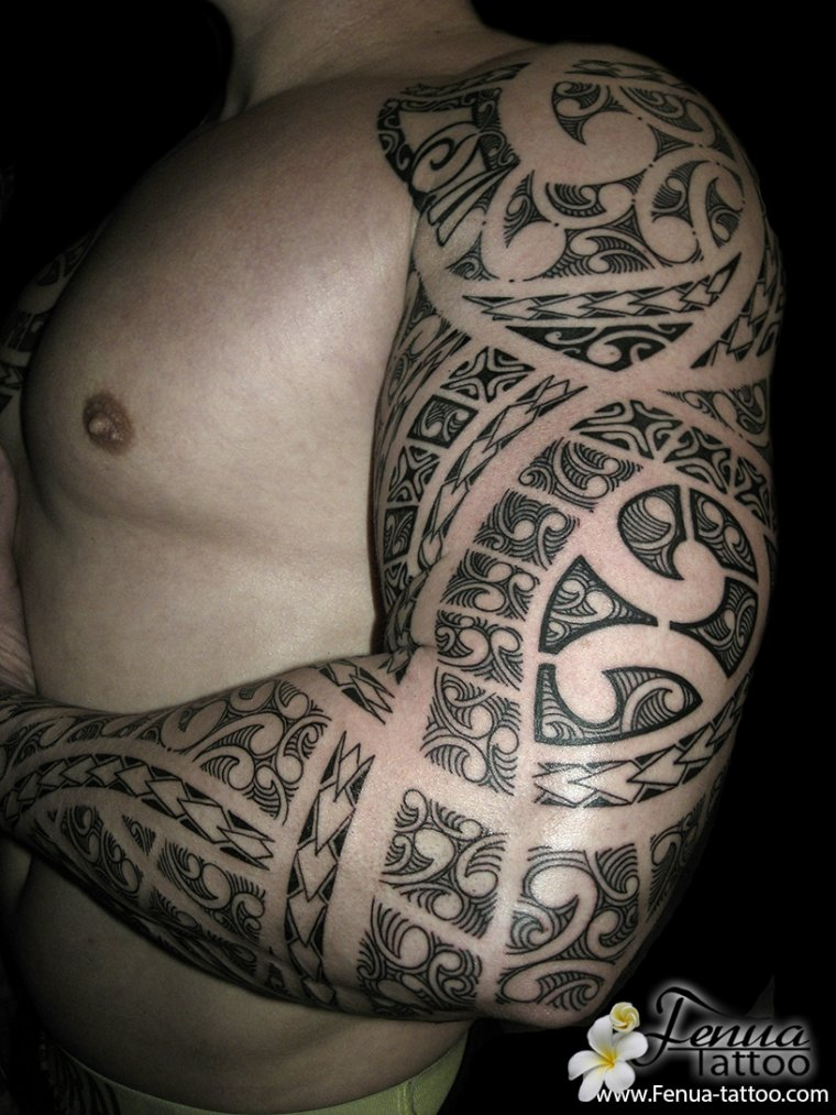 Tatouage tribal polynesien