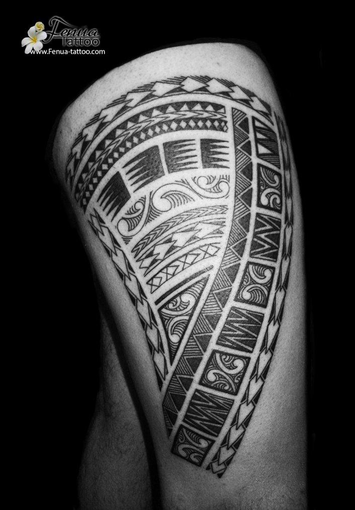 tatouage polynésien sur la cuisse