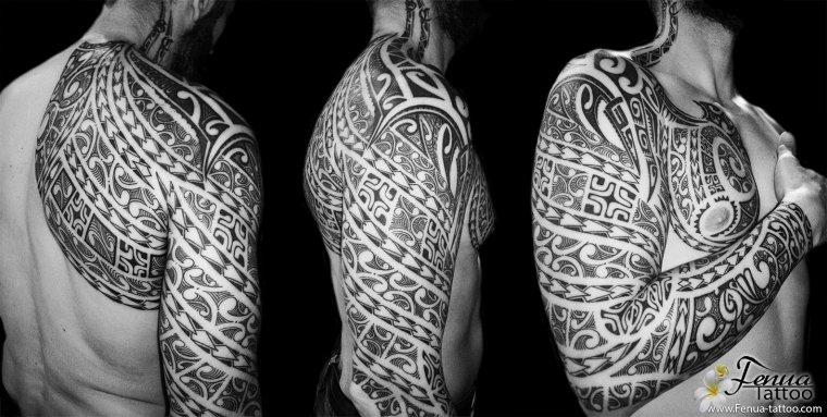 tatouage maorie tribal sur bras épaule et pec
