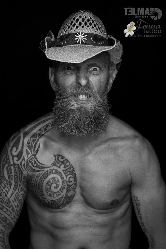 Tatouage polynésien bras épaulepar fénua tattoo