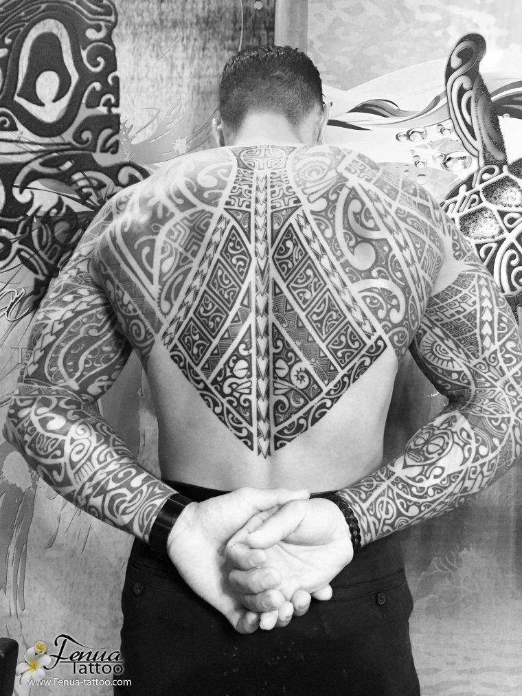 tatoouage polynésien bras épaule par fénua tattoo