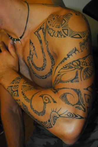 Tahiti Tattoo à Sanary le Spécialiste du Tatouage PolynésienTatouage polynesien
