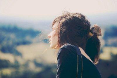 « Je croyais ne pas être capable de vivre ne serait ce qu'un seul jour sans toi, mais d'une façon ou d'une autre j'ai réussi à le vivre plus longtemps que je ne le pensais. Tu ne répondais pas quand je te criais : Tu me manques. J'attends en vain, mais maintenant c'est inutile. »
