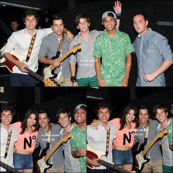 . 28/07/11 : Les AW ont donné un concert avec Selena Gomez dans le cadre du We Own The Night Tour en Floride. .