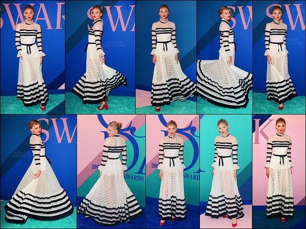 05/06/17 - Elsa Hosk s'est rendue à la cérémonie des CFDA Fashion Awards qui s'est déroulé, à N-Y. Elsa portait une robe signée Philosophy, marque pas très connue encore. C'était assez particulier mais je dois dire que j'aime bien, top.