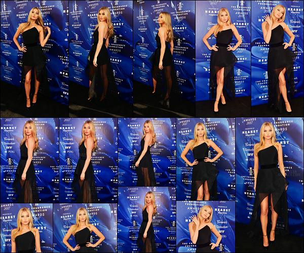 14/06/17 - Elsa Hosk s'est rendue à la cérémonie Fragrance Foundation Awards organisée à New York. Comme son nom l'indique ça célèbre le parfum. Elsa avait opté pour une tenue assez sombre et, j'aime beaucoup ce choix, un joli top !
