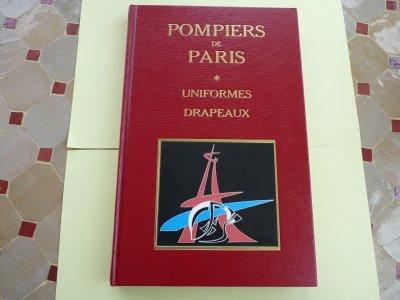 pompiers de paris   (uniformes  drapeaux)