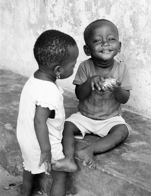"""""""Le monde ne sera pas détruit par ceux qui font le mal, mais par ceux qui les regardent sans rien faire."""" Albert Einstein"""