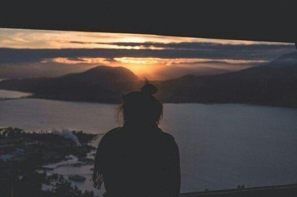 """""""La solitude ce n'est pas se sentir seul, c'est se sentir vide."""""""