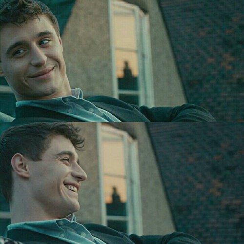"""""""La vérité c'est qu'on va t'aimer comme on peut, et non comme tu aimerais."""""""