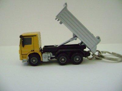 porte clé camion benne jaune mercedes