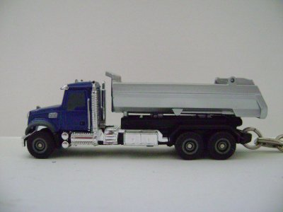 porte cle camion benne bleu mack