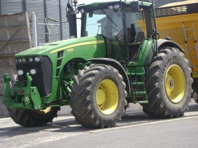 tracteur john deere 8230 a la coop de goudelin (22)