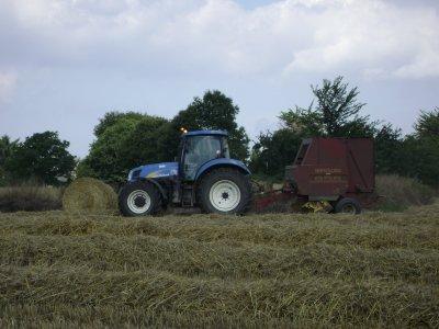 tracteur et round  new holland  a gommenec h (22)