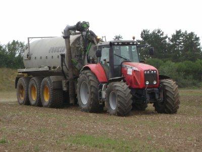 tracteur massey fergusn avec tonne alisier joskin 22500 litres