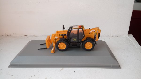 Jcb535/125 de chez hachette collection