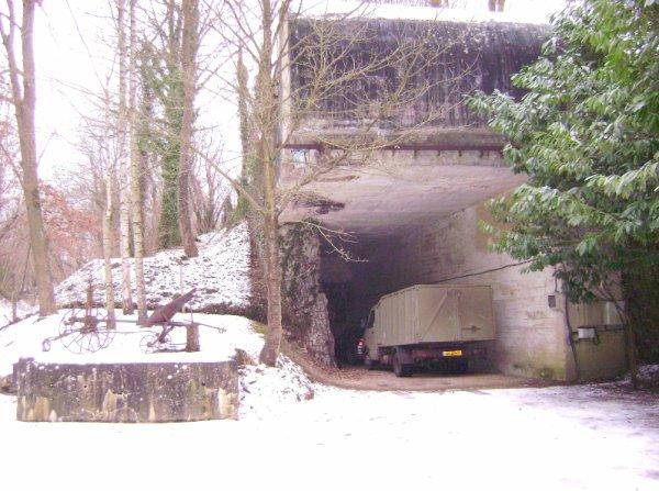 Entrée d'une des gares souterraine pour les convois de marchandises