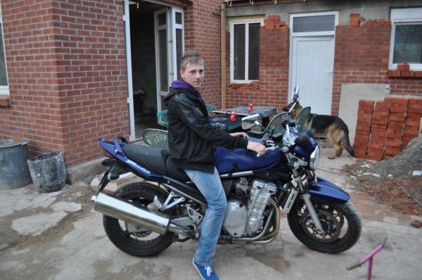 Moi sur la moto a mon père