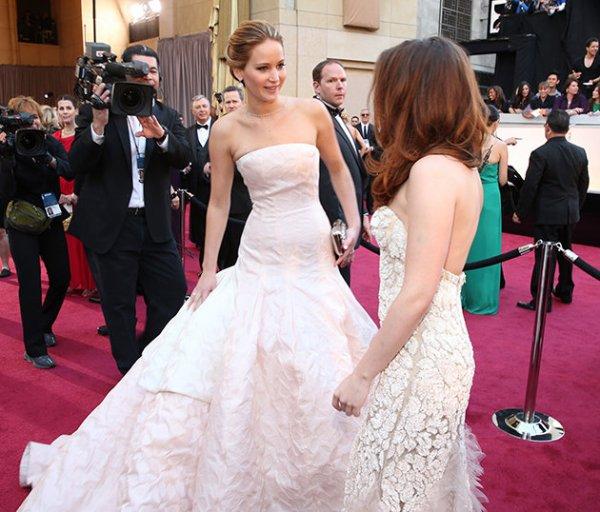 Jennifer Lawrence et Kristen Stewart aux Oscars