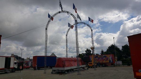 Le cirque Alexandro à Ploubalay (22) le samedi 6 et dimanche 7 août 2016 (Installation du chapiteau)