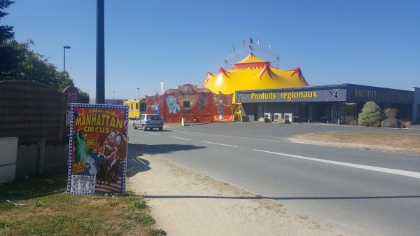 Le Manhattan circus (anciennement T. Zavatta) à Ploubalay (22) du lundi 15 au mercredi 17 août 2016 (Présentation)