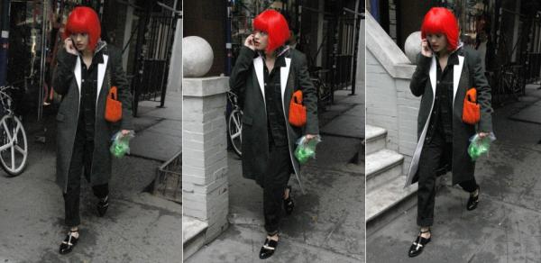 31/10/13 :Rita Ora faisant du shopping dans les rues de New-York