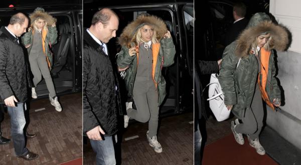 9/11/13 :Rita Ora arrivant à son hotel à Amsterdam