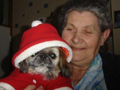 ma grand-mère et son toutou Mdr!!