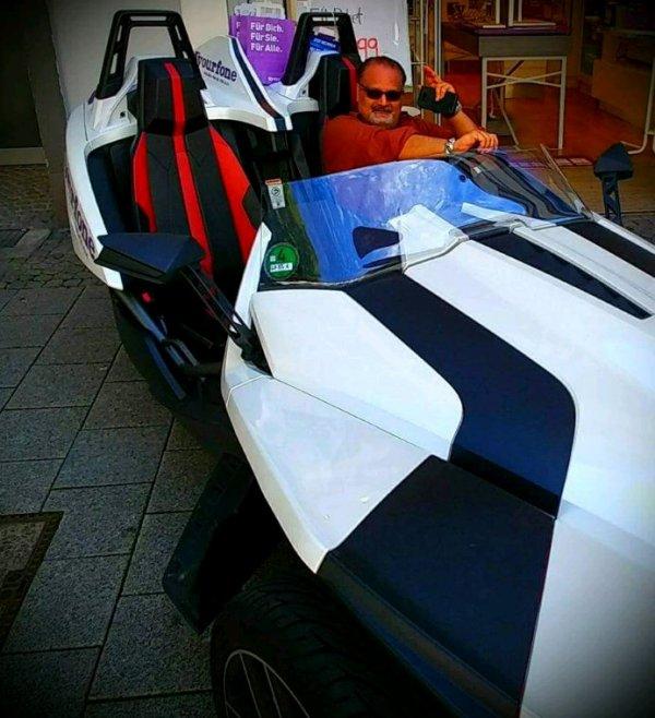 1.4 Million dollar Sports Car PRESIDENT AGHA HASSAN SYED GERMANY/JAMAL TAKKKO FRANCE
